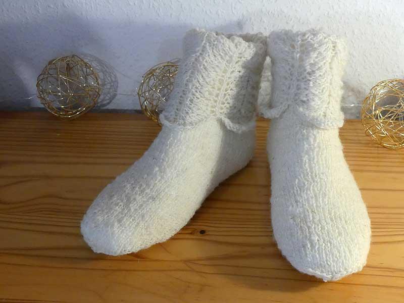 schafwollige Socken mit Muster