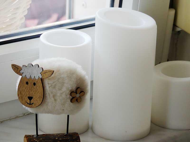 das Schaf auf der Fensterbank