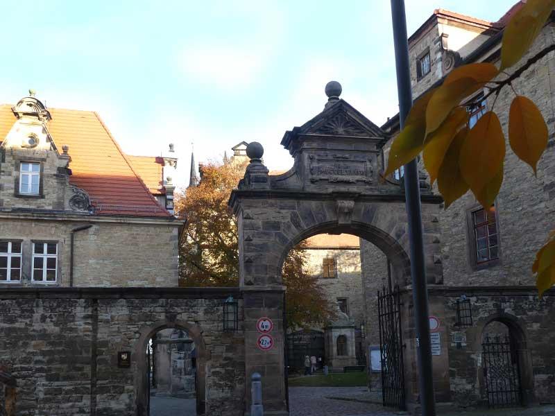 Rabe von Merseburg - Voliere im Innenhof