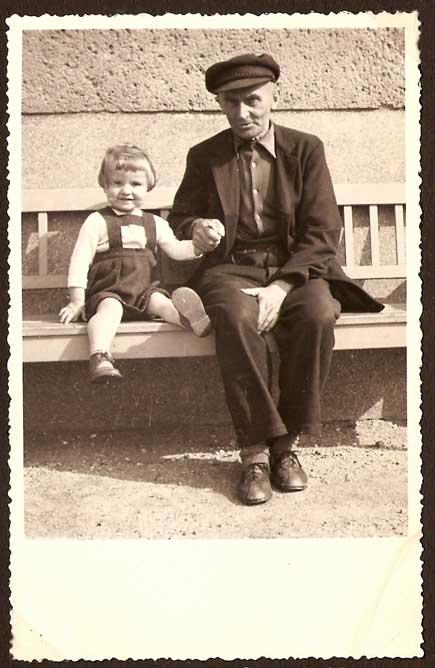 Mein Opa und ich. Heute schreibe ich ihm einen Brief.