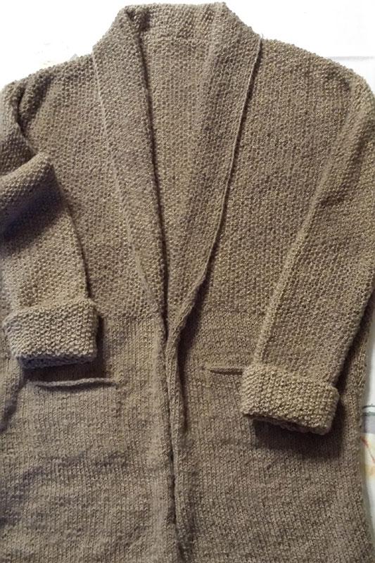 gestrickt aus selbstversponnener Wolle