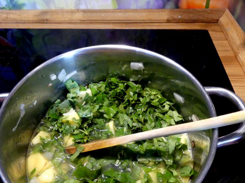 Giersch-Kartoffel-Suppe kochen