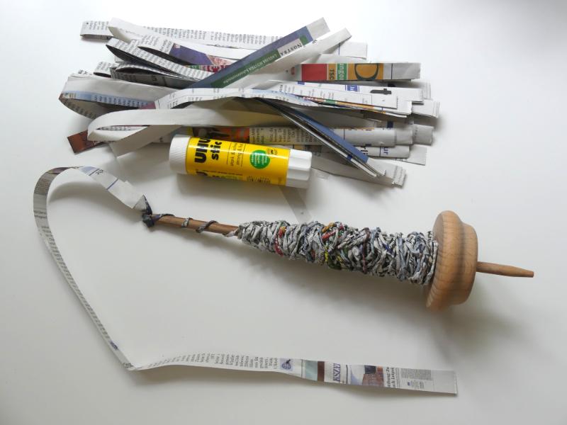 Papiergarn aus alten Zeitungen machen