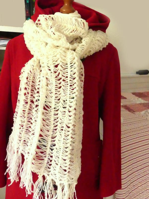 Schal mit Gabelhäkelei gefertigt, pünktlich fertig zum Weltrheumatag